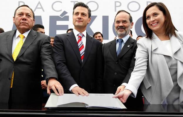 El 'Pacto por México' fue firmado por el dirigente del PRD, Jesús Zambrano, el presidente Enrique Peña Nieto, el líder nacional del PAN Gustavo Madero, y la encargada de la dirigencia del PRI, Cristina Díaz.